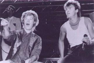 Daryl Hall with Paul Young1.jpg (14581 Byte)